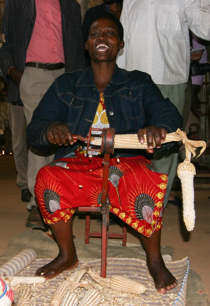 woman-is-making-rice-from-the-maize-in-burera-district-nothern-province-of-rwanda-photo-by-seraphine-habimana.
