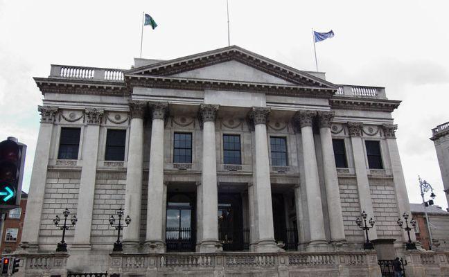 800px-Dublin_-_Dublin_City_Hall_-_110508_142023